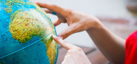 Travel planning with the help of a globe